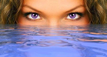 Виолетовият цвят на очите при хора: това е интересно