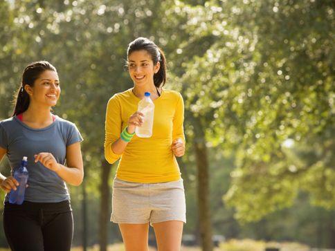 Интензивно ходене за загуба на тегло е по-добре за бързо бягане