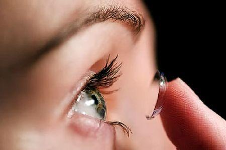 Како што носат контактни леќи и се прв пат