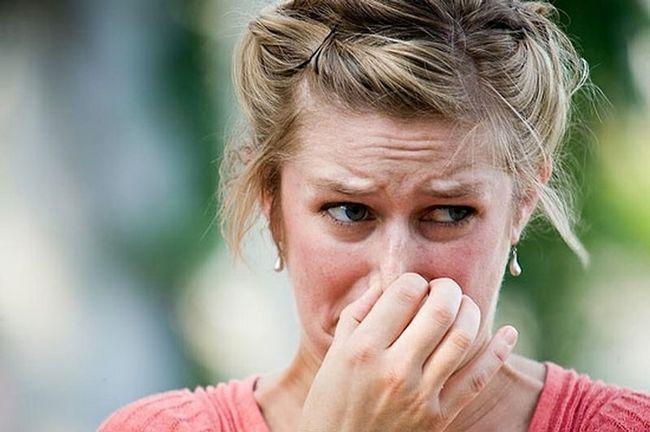 Како да се отстрани мирисот на лук здив?