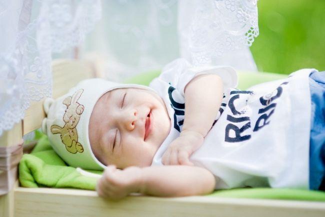 Како да се стави бебето да спие?