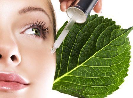 Како да се избере масло за кожата околу очите