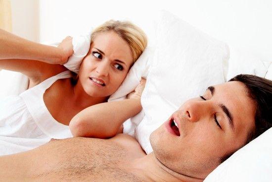 Как да се лекува хъркането при мъжете у дома: съвети и техники