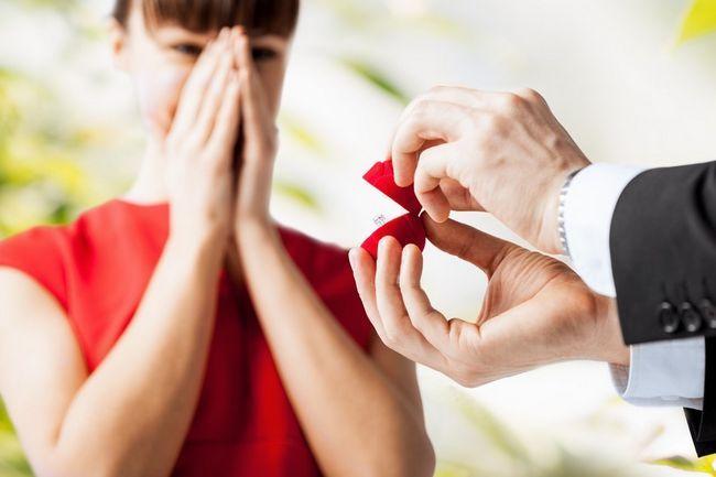 Што прстен претставен при донесувањето на понуда? Како да се избере ангажман прстен?