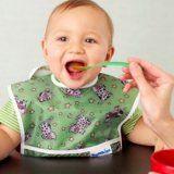 Хранене и хранене на малко дете