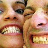 Hlavním způsobuje žloutnutí zubů