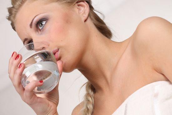 Гаргара сода и сол, с йод: делът на компоненти и функции процедура