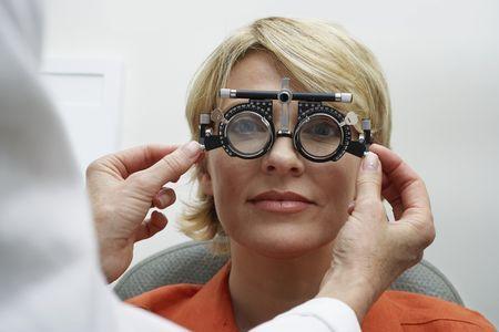 Зошто закопа opticians проверка око